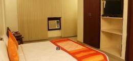 OYO Premium Connaught Place 2